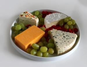 Сколько калорий таит кусочек сыра? 12 причин стать сыроманом