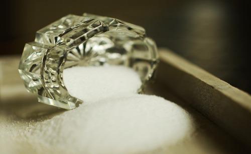 Обертывание с медом и солью для похудения