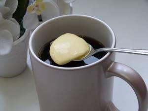 Приготовление кофе сосливочным маслом для вкусного похудения